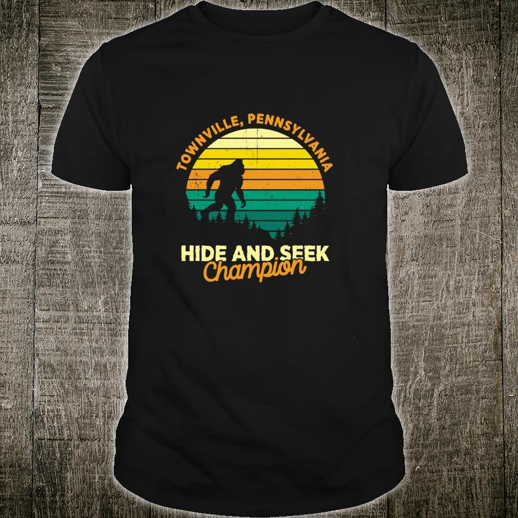 Retro Townville, Pennsylvania Big foot Souvenir Shirt