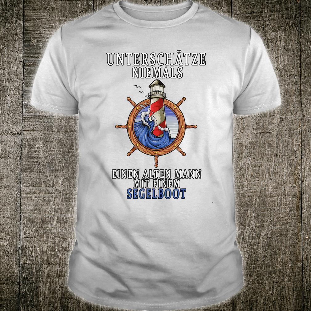 Unterschätze niemals einen alten Mann mit einem Segelboot Shirt